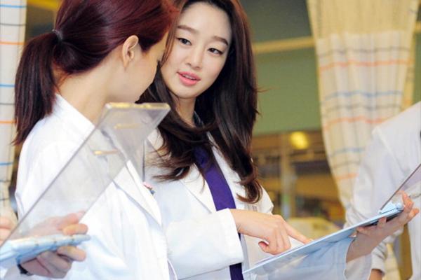 Nên học Cao đẳng Điều dưỡng ở đâu dễ xin được việc làm?